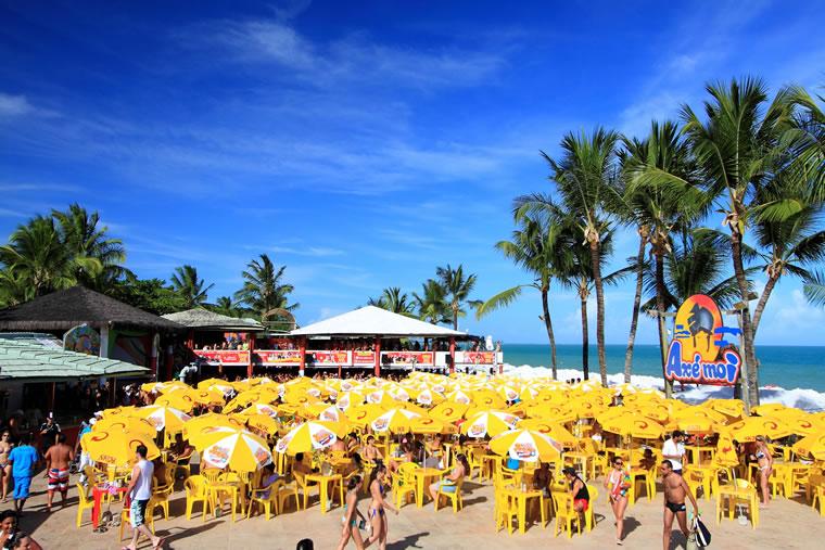 Axé Moi na Praia de Taperapuã